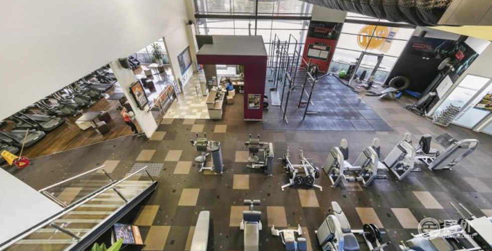 精选物业-零售 | 墨尔本Berwick总面积2546㎡优质商业大楼,位于商业区中心地带,已出租给3个客户,15年租约,保证每年按约上调租金。