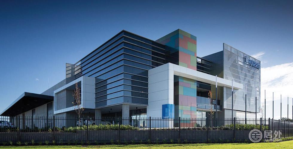 精选物业-办公+工业 | 墨尔本Carrum Downs地区,2014年由名师设计,集高档办公、仓库、工作室于一体,占地8088㎡,可灵活地多元化配置。