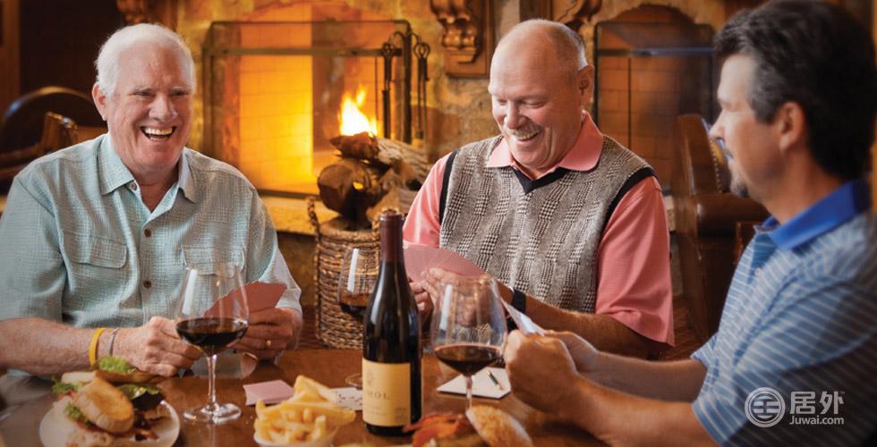 俱乐部不定期举办主题晚宴、私人珍藏品酒会、年度酒商大会等各类活动,让会员们在品尝佳酿的同时,开展各类社交活动。