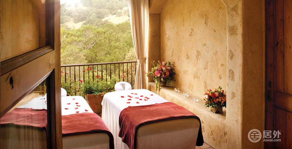顶级配置   俱乐部内部拥有世界一流的Spa水疗中心,包括三间水疗静室和五间理疗室,是您休闲放松的好去处。