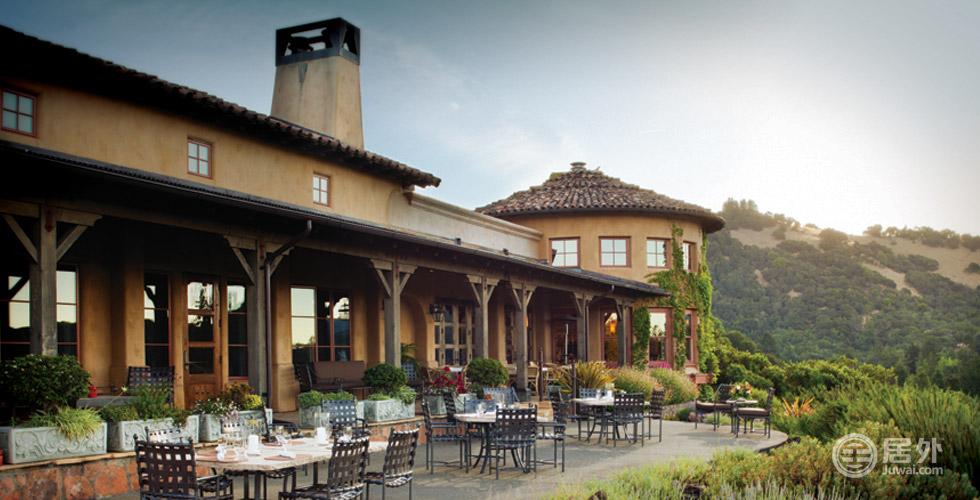 顶级配置   这是一个充满活力的社交俱乐部,这意味着餐厅总是开放的,无论是优雅晚餐、简单小食,都不会让您失望,图为露台餐厅。